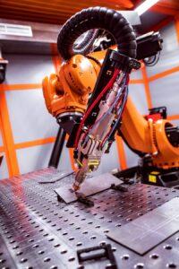 fibre-laser-robotic-remote-cutting-system-P3N7LAM.jpg